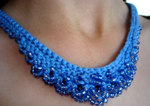 knits-scallop-edged-necklace-blue