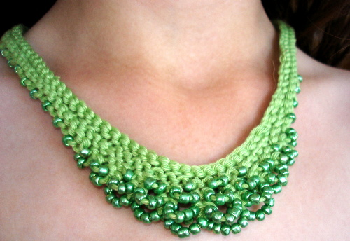 knits-scallop-edged-necklace-green