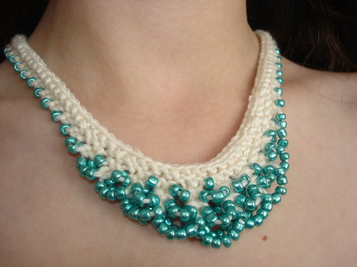 knits-scallop-edged-necklace-teal